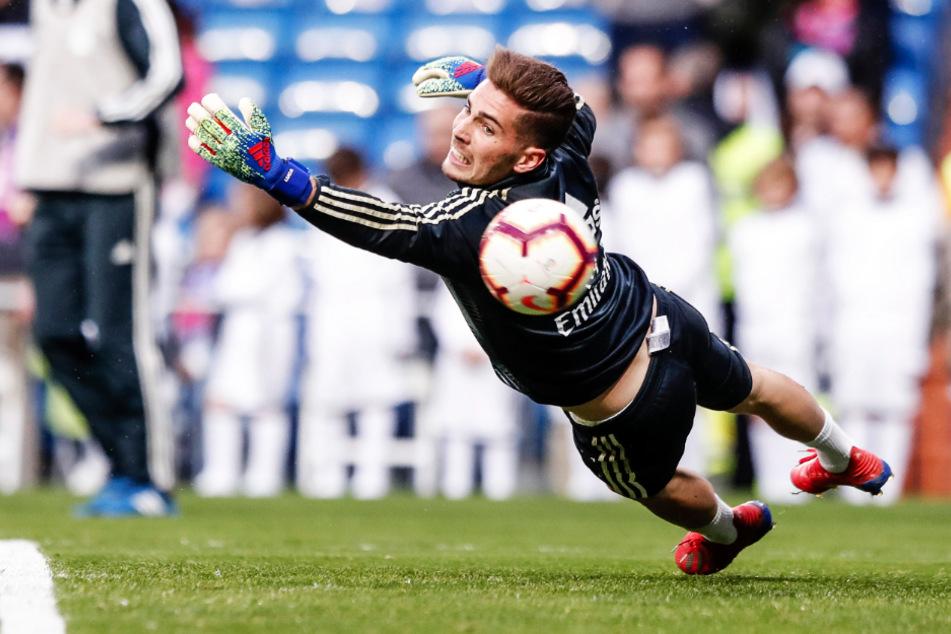 Luca Zidane kam für die Profis von Real Madrid insgesamt zweimal zum Einsatz. In der abgelaufenen Saison war er an Zweitligist Racing Santander ausgeliehen, wo er zum Stammkeeper aufstieg. Eine Fingerverletzung setzte ihn am Saisonende außer Gefecht. Nun hat er mit Rayo Vallecano einen neuen Verein gefunden.