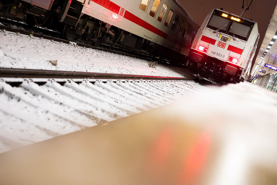Bahnreisende müssen sich im Norden auf Einschränkungen einstellen. (Symbolfoto)