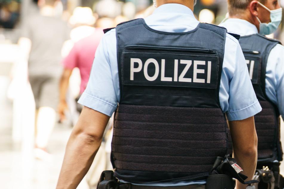 Wegen gerade einmal 330 Euro hat die Bundespolizei in Oberfranken in Bayern einen jungen Mann in Haft genommen. (Symbolbild)