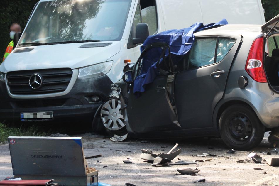 Die Seniorin wurde bei dem Unfall in Bayern in ihrem Fahrzeug eingeklemmt und erlag an der Unfallstelle ihren Verletzungen.