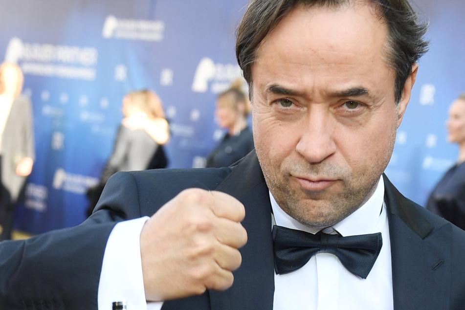 Jan Josef Liefers (56), Schauspieler, kommt zur Verleihung des Bayerischen Fernsehpreises ins Prinzregententheater. Nach heftiger Kritik an der Aktion #allesdichtmachen will Schauspieler Jan Josef Liefers bei der Gegenaktion #allemalneschichtmachen mitmachen.