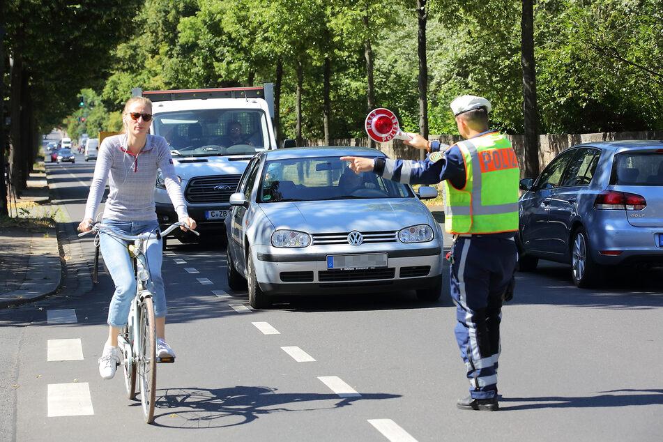 Achtung, Kontrolle! An der Chemnitzer Straße stellten Beamte am gestrigen Montag 17 Abstandsverstöße fest.