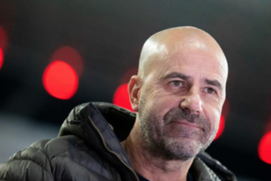 Trainer Peter Bosz muss beim Spiel von Bayer 04 Leverkusen in Prag auf viele Spieler verzichten.