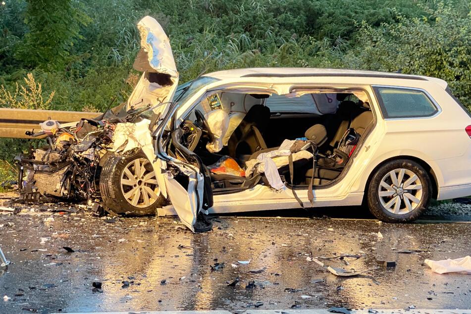 Unfall auf der B2 in Bayern: Zwei Menschen wurden schwer verletzt.