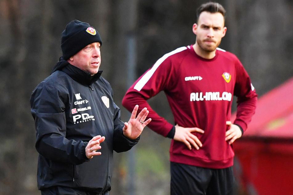 Markus Kauczinski (l.) mit Stürmer Patrick Schmidt. Der Dynamo-Trainer hofft, seine Jungs bald wieder zu gemeinsamen Trainingseinheit auf den Platz bitten zu dürfen.
