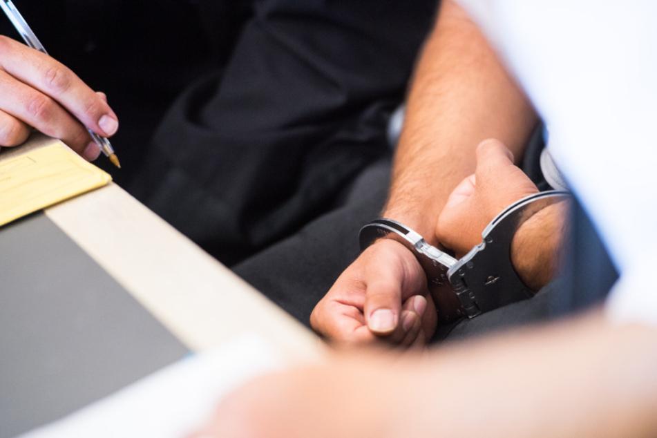 Vater stirbt nach gewaltsamem Streit um Geld: Sohn vor Gericht