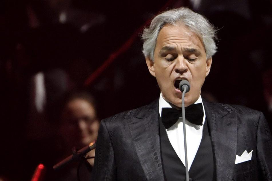 Der italienische Opernsänger Andrea Bocelli hatte eine Infektion mit dem Coronavirus. Er sei im März positiv getestet worden, habe aber kaum Symptome gehabt, sagte der 61-Jährige laut Nachrichtenagentur Ansa am Dienstag in Pisa.