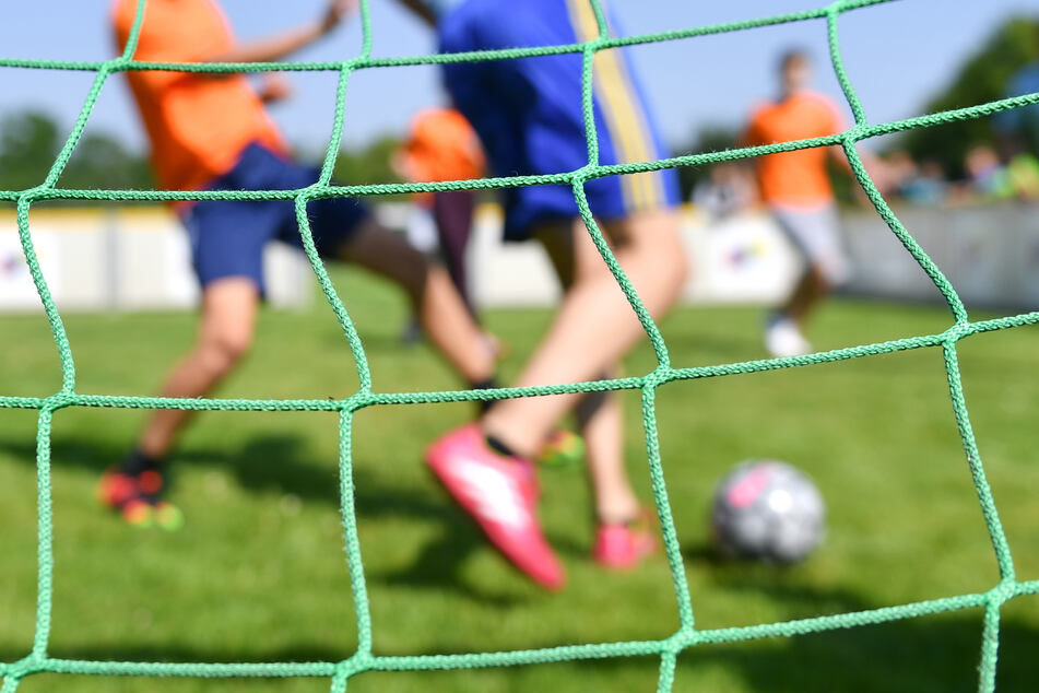 Kinder bis 14 Jahren dürfen gemeinsam in Gruppen Sport machen. Auch für Berufs- und Leistungssportler gibt es Ausnahmen. Sonst gilt der kontaktlose Individualsport. (Symbolbild)