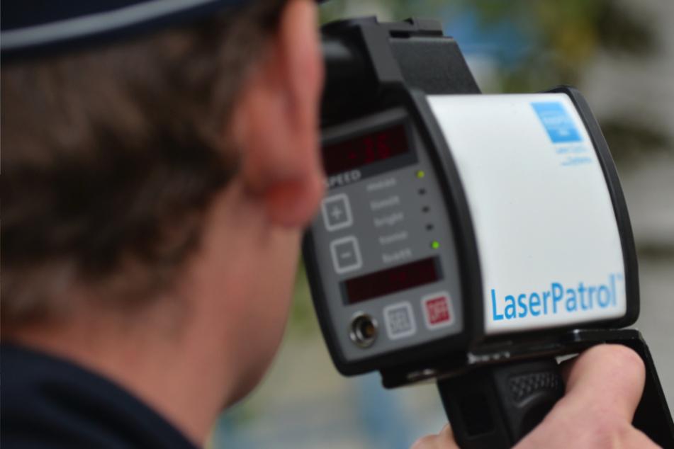 Mehr als doppelt so schnell unterwegs: Autofahrer muss 600 Euro blechen!