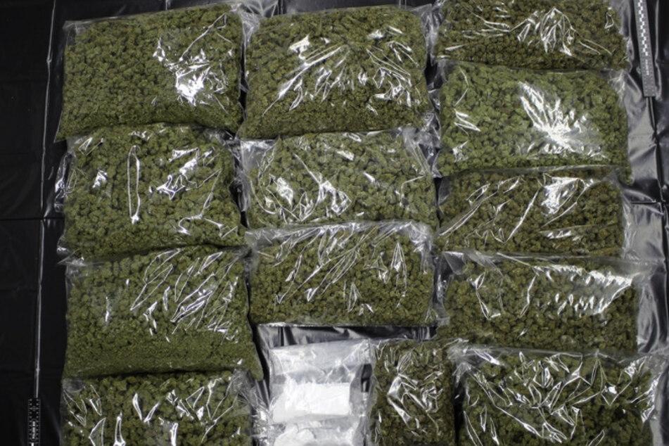Satte elf Kilogramm Marihuana und 300 Gramm Kokain wurden in den durchsuchten Wohnungen entdeckt.