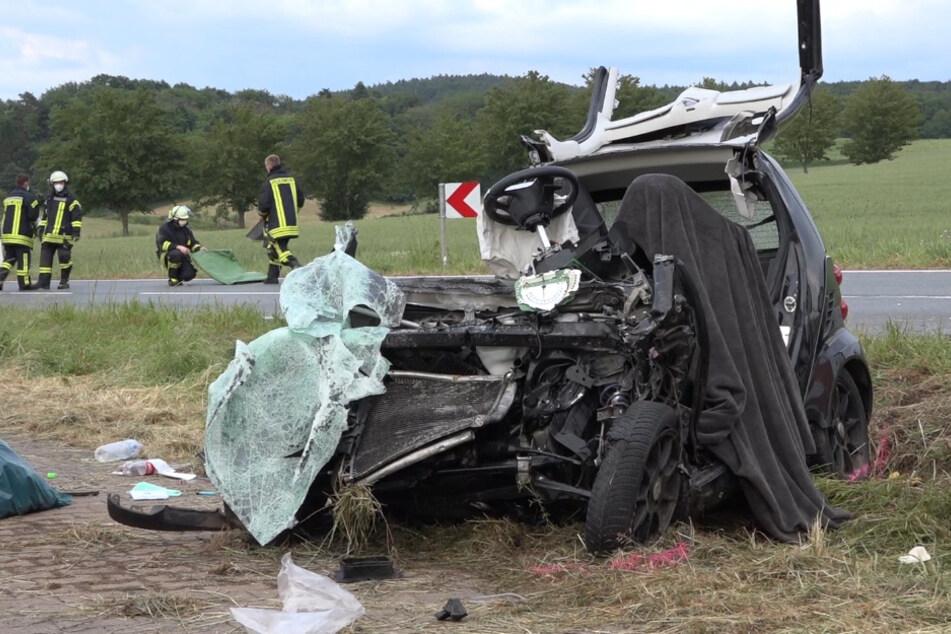 Schrecklicher Unfall: 18-Jähriger wird in Smart eingeklemmt