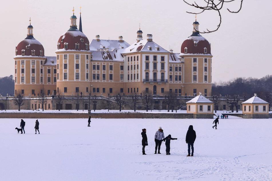 Schön sieht es aus: Winterliche Idylle rund um das Schloss Moritzburg.