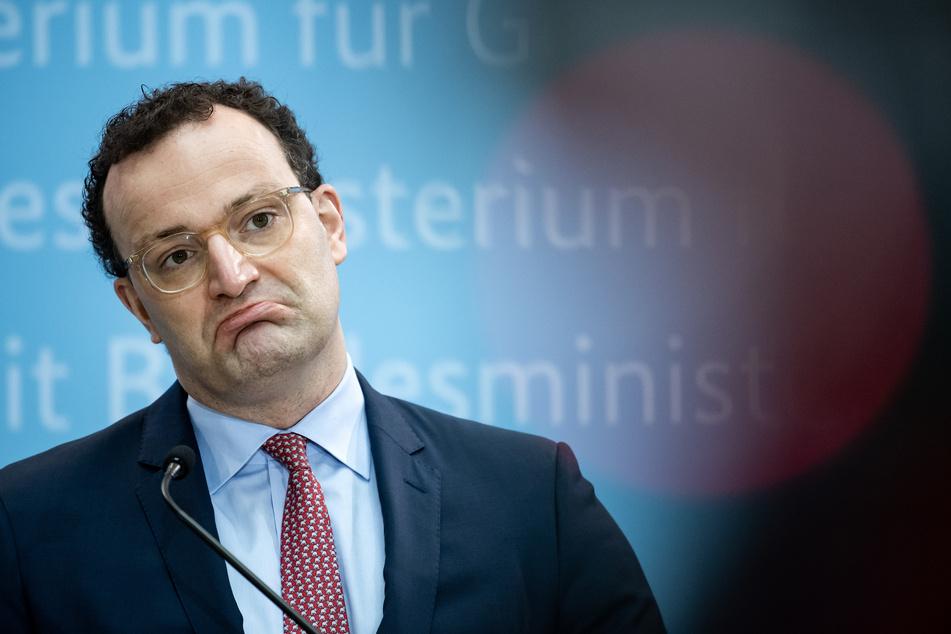 Jens Spahn (40, CDU), Bundesgesundheitsminister, hat vor raschen Lockerungen der Corona-Regeln gewarnt.