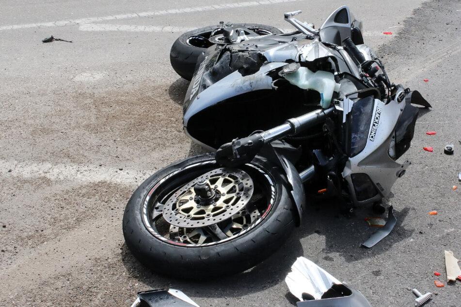 Ein Toter nach mutmaßlichen Motorradrennen: Junge Männer vor Gericht
