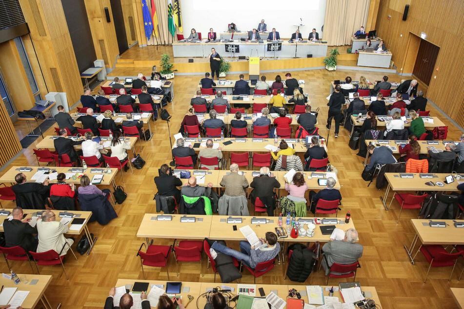 Eigentlich tagt im Plenarsaal der Stadrat. Insgesamt sechs Schulen, darunter zwei Schulzentren und das Gymnasium Plauen, erhalten hier in diesen Tagen auch die Zeugnisse.