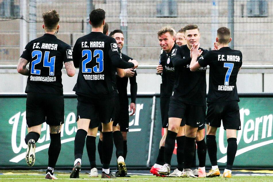 Der FC Hansa Rostock ist Dynamo Dresden eng auf den Fersen und liegt als Dritter nur drei Zähler hinter der SGD.