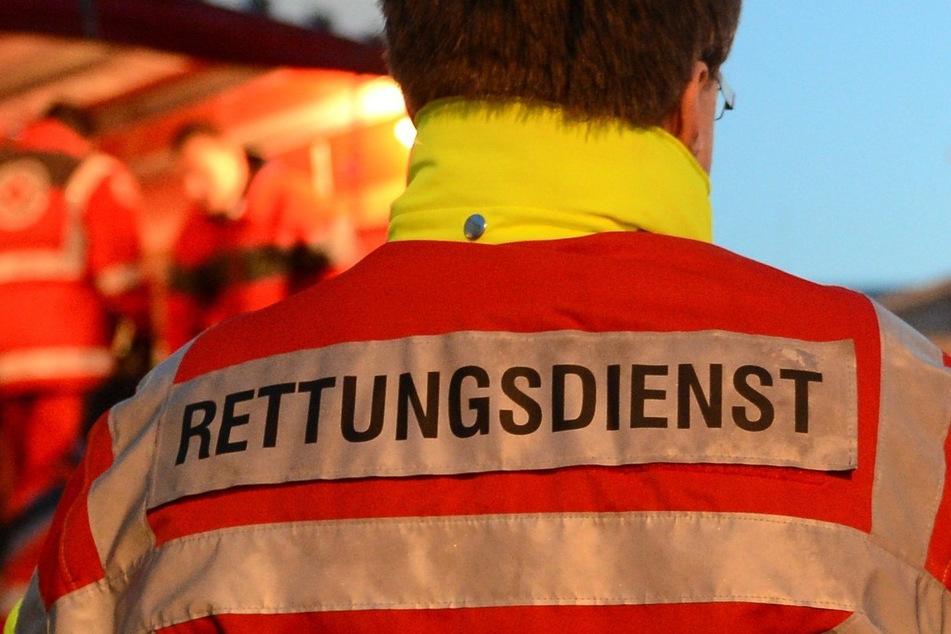 Streit eskaliert: Mann geht mit Kies und Böllern auf Nachbar los