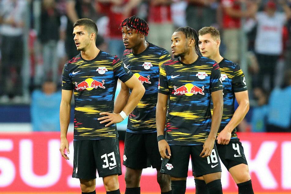 Liegen jetzt neun Punkte hinter dem FC Bayern München: RB Leipzigs André Silva, Mohamed Simakan, Christopher Nkunku und Willi Orban (v.l.n.r.).