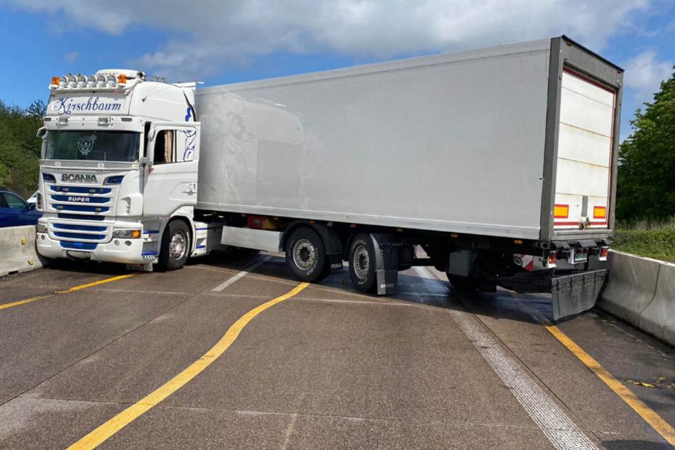 Zwischenzeitlich blockiert der Lkw die A5.
