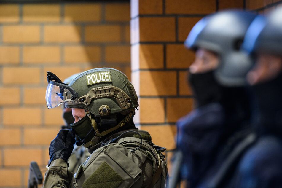 Eine SEK-Einheit nahm den Mann in Siegburg fest. (Archivaufnahme eines SEK-Einsatzes)