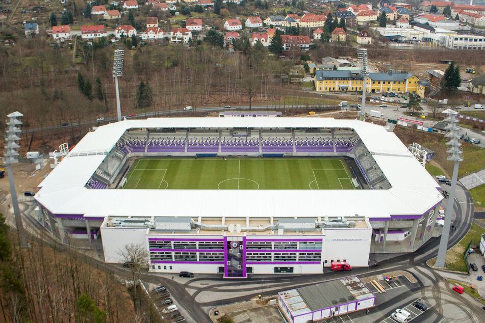 Auf dem Dach des Erzgebirgsstadions könnten bald Solarmodule die Sonne einfangen.