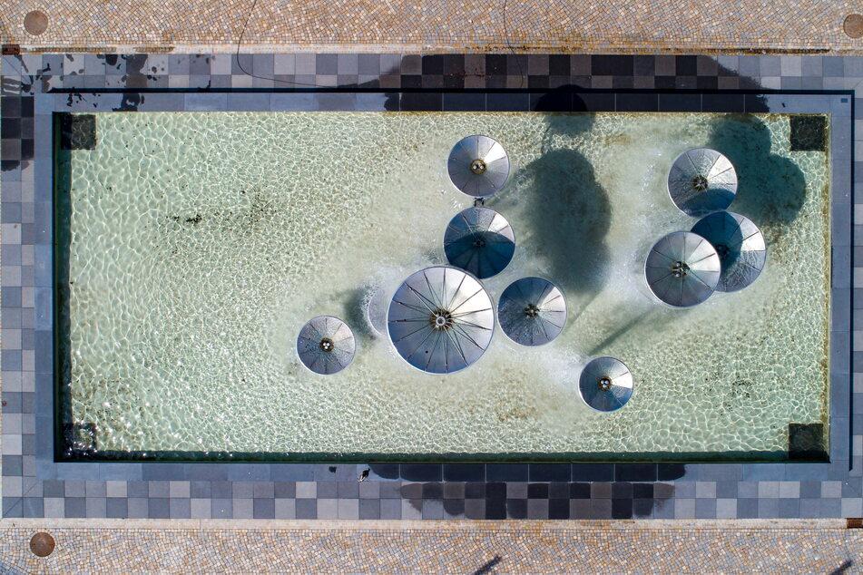 Ein echter Hingucker - auch aus der Luft. Schon zu DDR-Zeiten zog das sprudelnde Wasserspiel Passanten in seinen Bann.