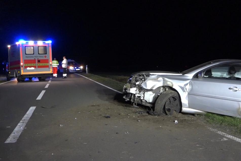 Unfall auf der Landstraße: Fahrer (39) schwer verletzt