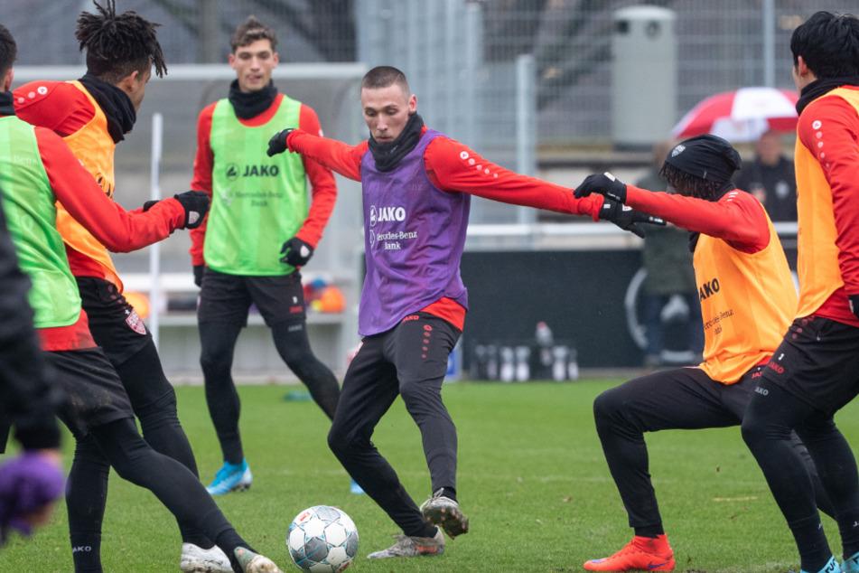 VfB-Kicker beim Training: Am Ball ist Darko Churlinov.