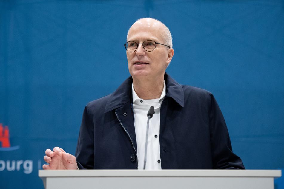 Peter Tschentscher (SPD), Erster Bürgermeister von Hamburg, spricht auf einer Pressekonferenz.