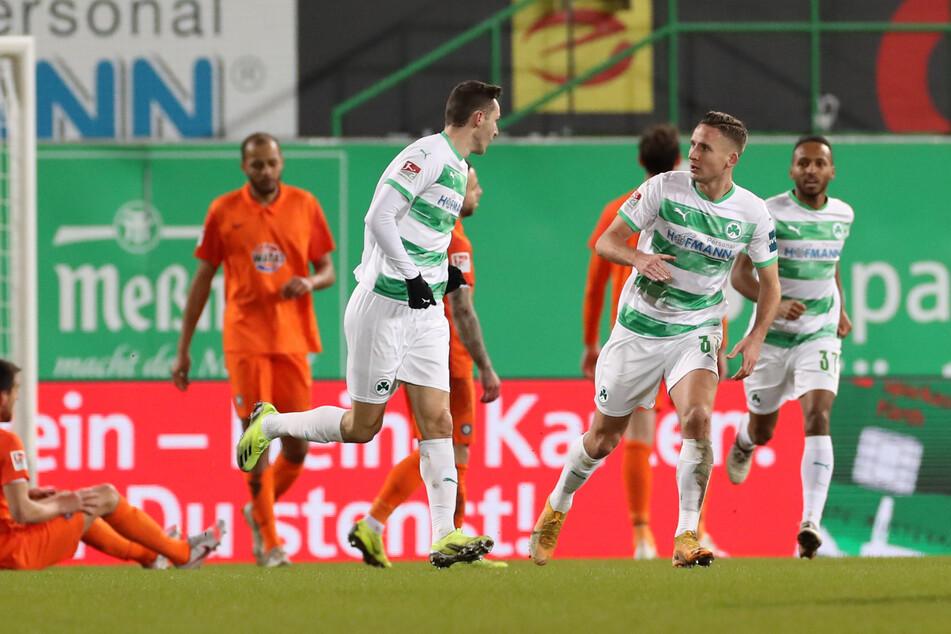 Die SpVgg Greuther Fürth hatte bei den Toren das Sagen, für den FC Erzgebirge Aue setzte es beim Auswärtsspiel eine klare Niederlage.