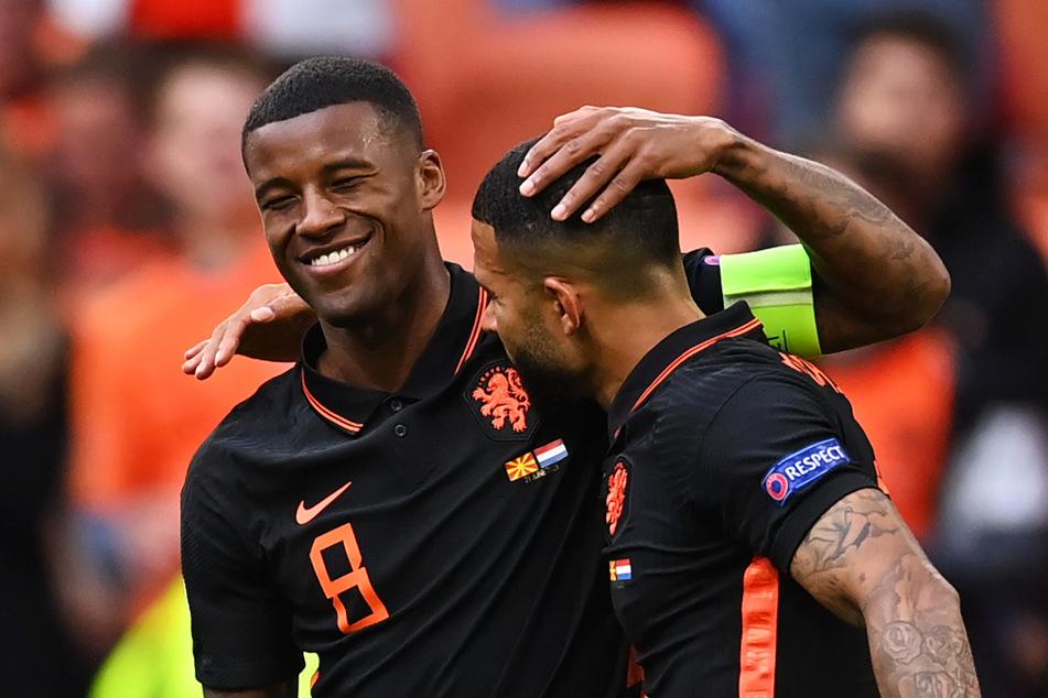 Kapitän Georginio Wijnaldum (30, l.) und Memphis Depay (27) sind brandgefährlich! Die beiden Führungsspieler der Elftal haben gemeinsam bereits fünf Treffer erzielt und sind richtig gut drauf.