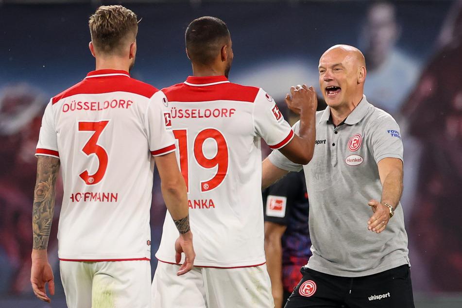 Große Freude bei F95-Coach Uwe Rösler (51, r.) über einen möglicherweise überlebenswichtigen Punkt im Abstiegskampf.