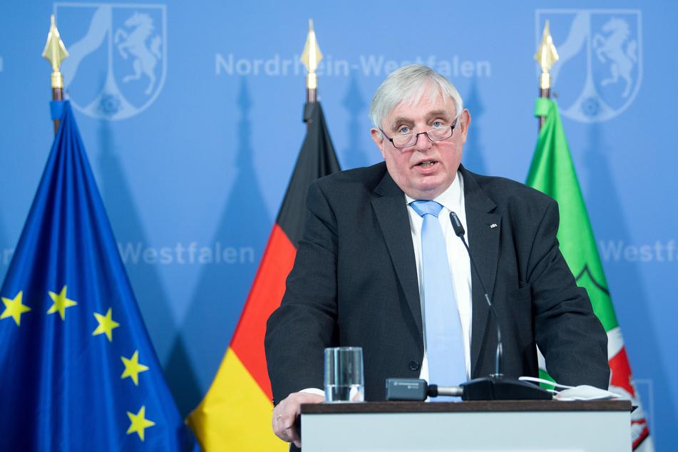 """NRW-Gesundheitsminister Karl-Josef Laumann (CDU) geht davon aus, dass die Impfungen von Lehrern """"nicht mehr so schnell vorangehen"""" werden."""