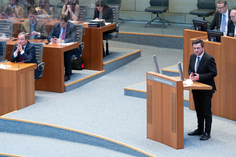 Versammlungsverbot ignoriert? SPD hält Treffen vor Landtag ab, CDU und FDP laufen Sturm