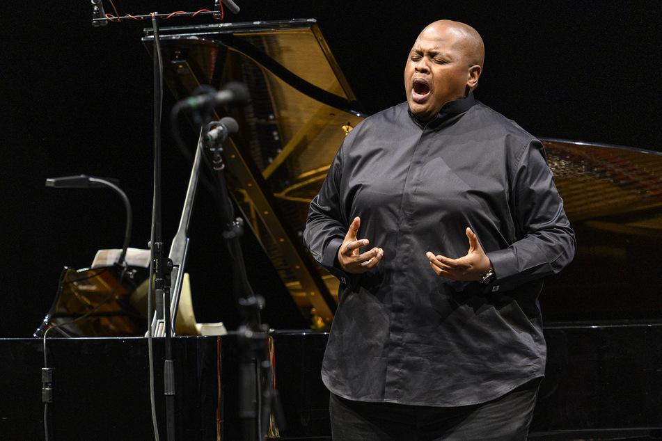 """Tenor Siyabonga Maqungo ist am Samstag bei der Operngala """"Willkommen zurück im Opernhaus"""" dabei."""