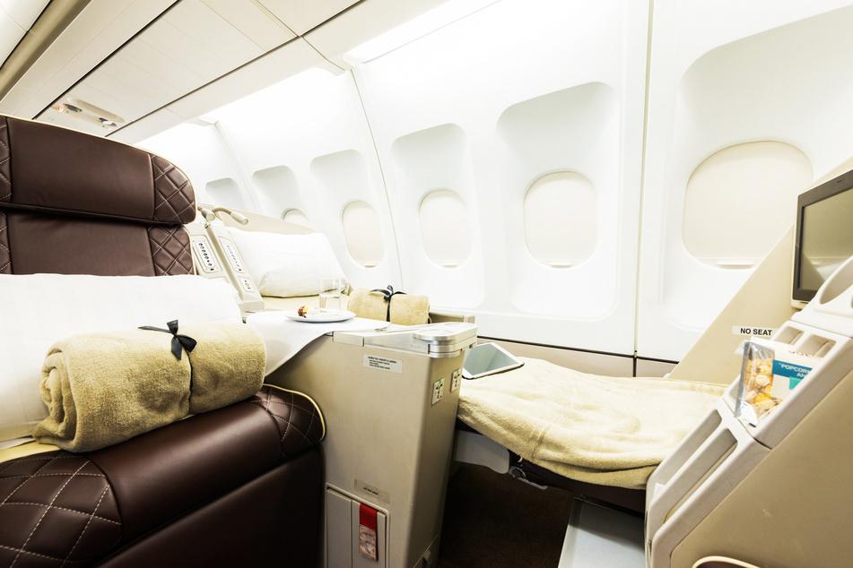 Decken, Kissen, Snacks, Unterhaltungssysteme: An Bord fehlt es den Reisenden an nichts - außer W-LAN.