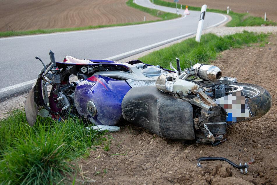 Bei dem Sturz in einer leichten Rechtskurve zog sich der 52-Jährige in Bayern so schwere Verletzungen zu, dass er diesen letztlich erlag.