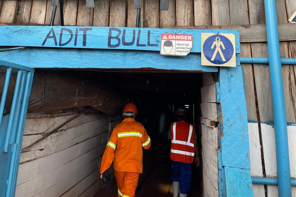 """Auf dem Weg zum Gold: Der """"Adit Bull""""-Zugang gehört zur Kilimapesa-Mine."""