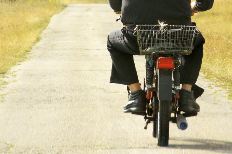 Einen berauschten Mopedfahrer aus Bayern mit einer Bierkiste zwischen den Beinen hat die Polizei in Oberösterreich gestoppt. (Symbolbild)