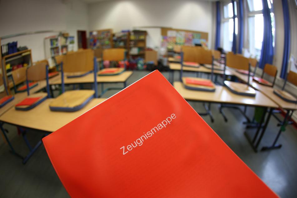 Schüler können in diesem Schuljahr eine Klasse freiwillig wiederholen, ohne das auf die maximal zugelassene Verweildauer angerechnet zu bekommen. (Symbolbild)