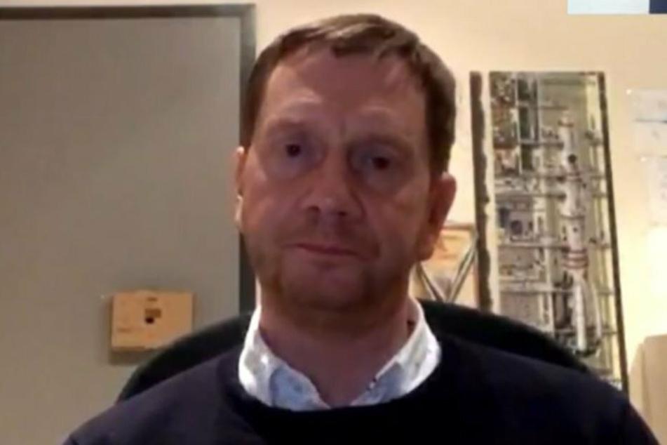 Im heimischen Kinderzimmer erfuhr MP Michael Kretschmer (45, CDU) vom Fahndungserfolg.