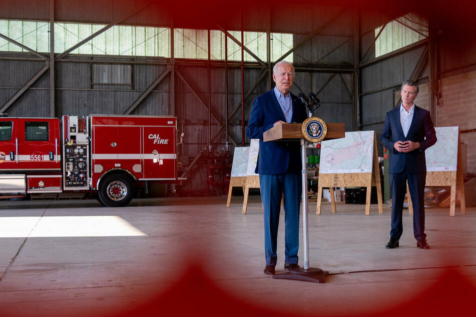 Biden (l.), together with Gov. Newsom, speaks on how his infrastructure proposals will strengthen resilience to climate change and extreme weather events.