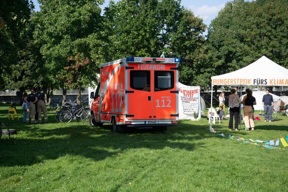 Am Dienstagnachmittag musste einer der Klimaaktivisten in ein Berliner Krankenhaus gebracht werden.