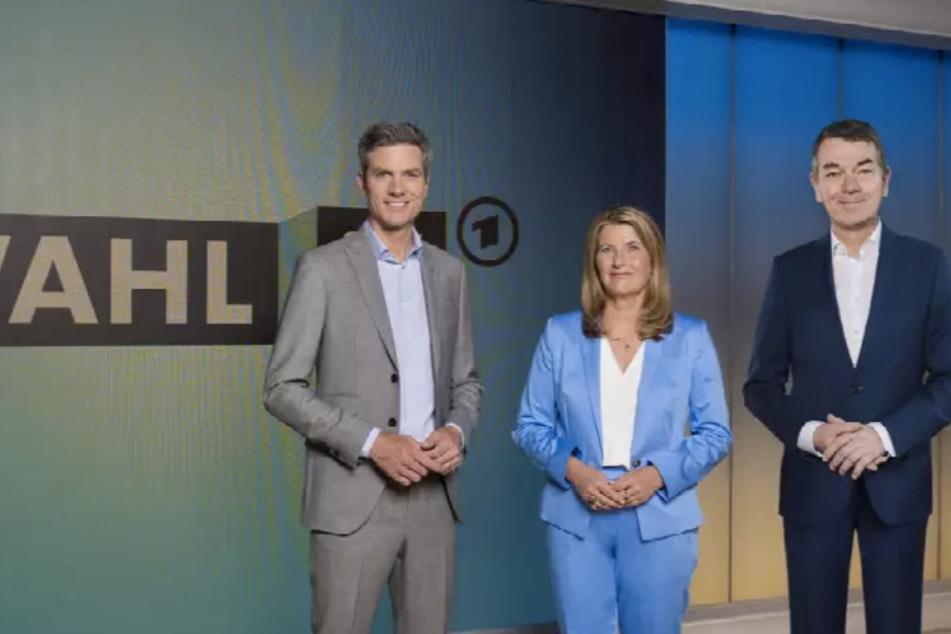 """Tina Hassel, Ingo Zamperoni (l.) und Jörg Schönenborn (r.) haben ab 20.15 Uhr sowohl in der ARD und im ZDF in der """"Berliner Runde"""" Polit-Größen zu Gast."""