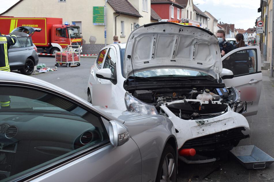 Frontalcrash zwischen BMW und Opel: 33-jährige Autofahrerin schwer verletzt
