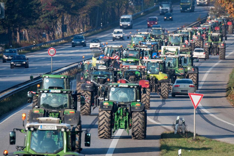 Die Traktoren rollen wieder! Bauern-Demo legt Verkehr in Hamburg lahm