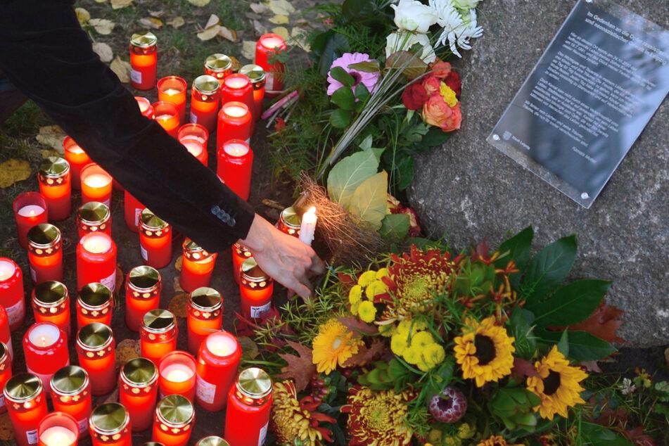 """Leipzig: """"Niemand ist vergessen, nichts ist vergeben!"""": Gedenk-Demo für Opfer rechter Gewalt im Leipziger Zentrum"""