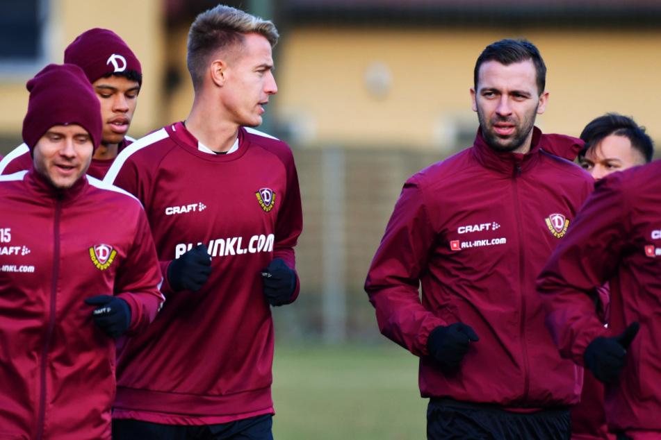 Ondrej Petrak (Dritter von links.) und Josef Husbauer (rechts-daneben) trainierten die letzten drei Wochen mit einem Privattrainer in der Nähe von Prag.
