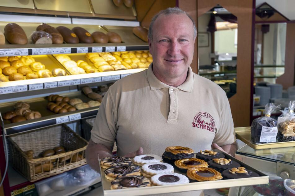 Große Auswahl an Kuchen und Eis: Konditormeister Uwe Schreier (52) will in seinem Panoramacafé endlich wieder Gäste bedienen.