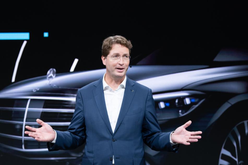 """Ola Källenius (51) , Vorstandsvorsitzender der Daimler AG, spricht während der Eröffnung im Werk """"Factory 56"""". In der neuen komplett digitalisierten und vernetzten Fabrik wird die neue S-Klasse gebaut."""